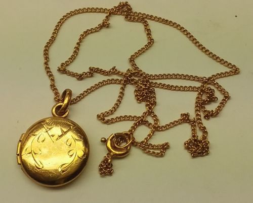 14k gold chain and locket