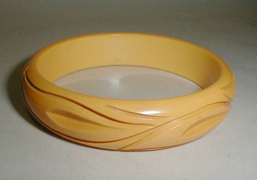 Carved Bakelite bangle cream corn