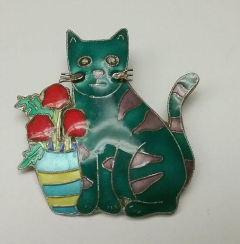Enameled cat pin